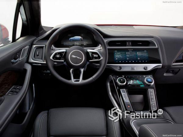 Ягуар I-Pace 2019 года, руль и панель управления