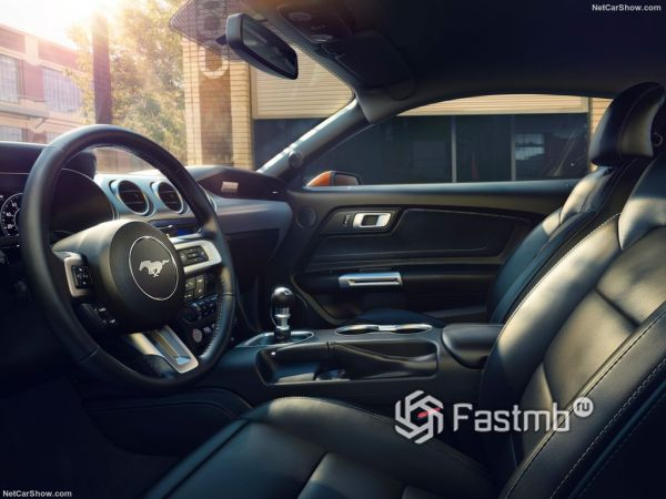 Ford Mustang GT 2018, передние сидения