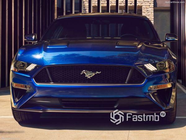 Форд Мустанг GT 2018 года, вид спереди