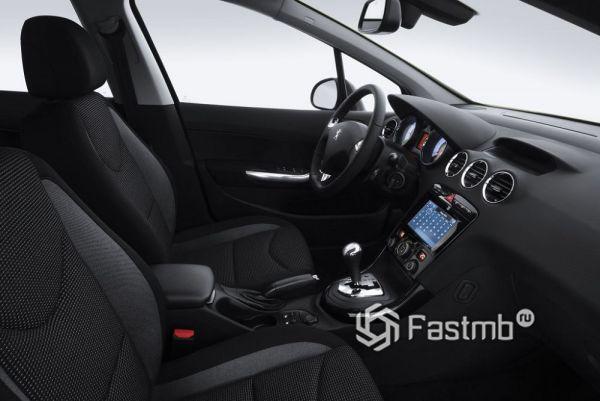 Передние сиденья Peugeot 408