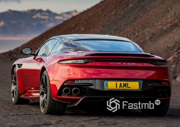 Aston Martin DBS Superleggera, вид сзади