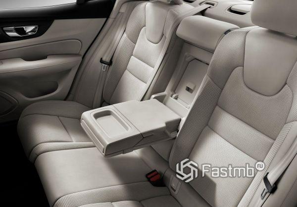 Второй ряд сидений Volvo S60