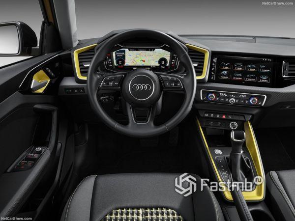 Ауди A1 Спортбэк 2019 года, руль и панель управления