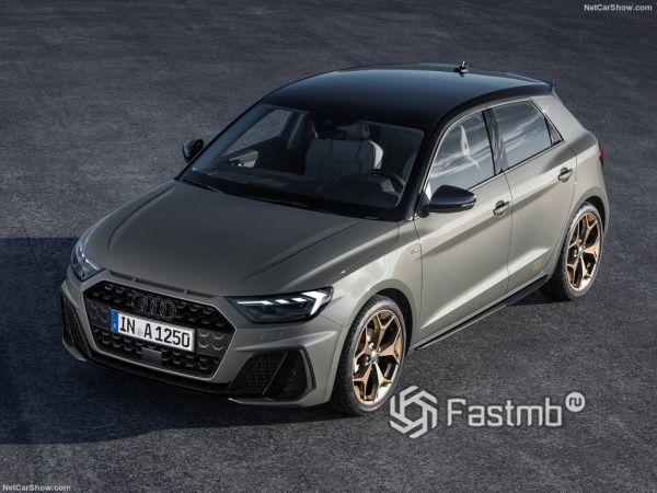 Audi A1 Sportback 2019, вид спереди и сбоку слева