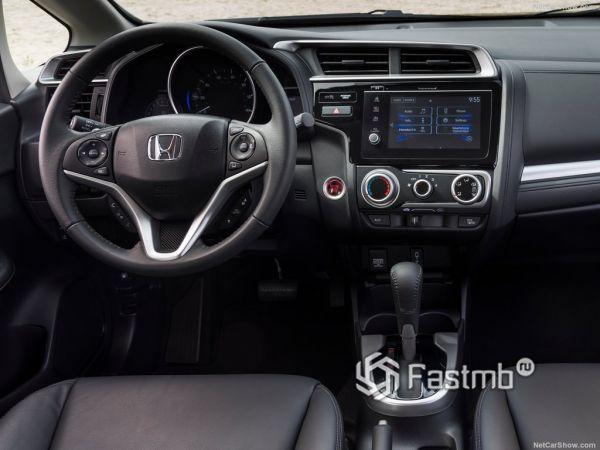 Honda Fit 2018, руль и панель управления