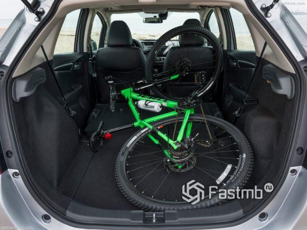 Хонда Фит 2018 года, багажник