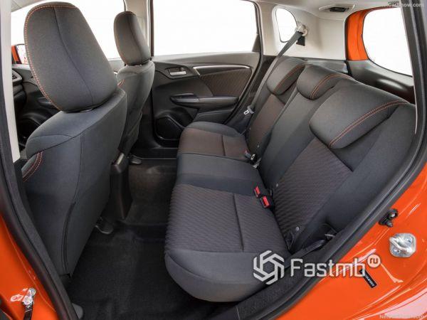 Honda Fit 2018, задние кресла