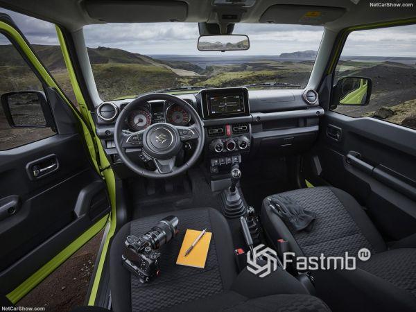 Suzuki Jimny 2019, руль и панель управления