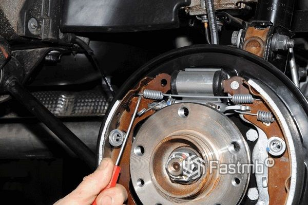 Как заменить тормозные колодки на Renaul Duster
