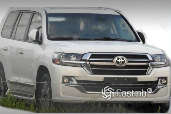 Обновленный внедорожник Toyota Land Cruiser 200 2019