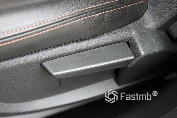 Механическая регулировка водительского сиденья