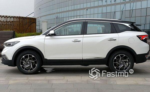 DongFeng AX7 2019, вид сбоку