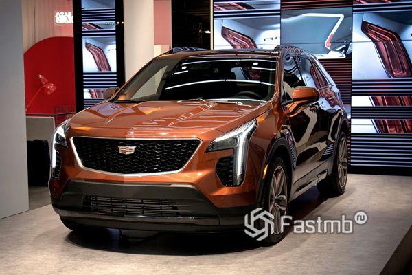 Передняя оптика кроссовера Cadillac XT4 2019