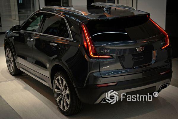 Cadillac XT4 2019, вид сзади