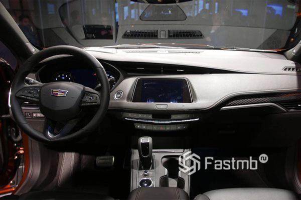Передняя панель Cadillac XT4 2019-2020