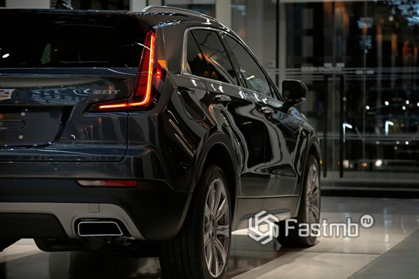 LED стопы кроссовера Cadillac XT4 2019