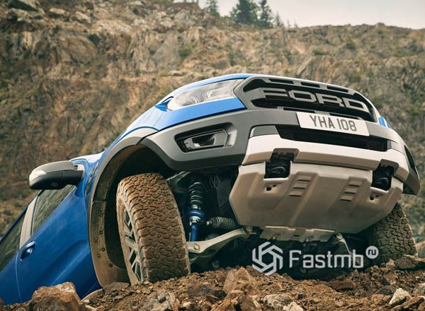 Защита двигателя пикапа Ford Ranger Raptor