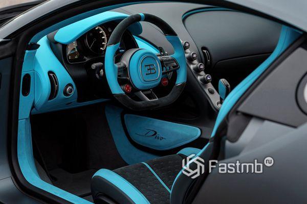Интерьер спорткара Bugatti Divo 2019