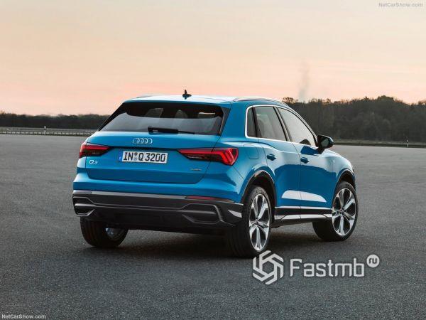 Audi Q3 2019, вид сзади и сбоку справа