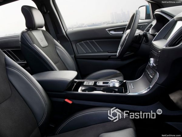Салон новинки Ford, передние сидения