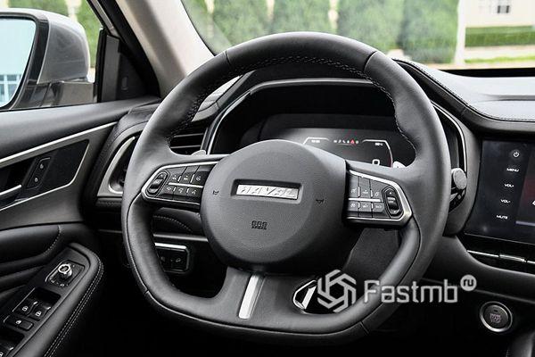 Цифровая панель приборов и рулевое колесо