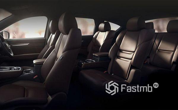 Три ряда сидений кроссовера Mazda CX-8