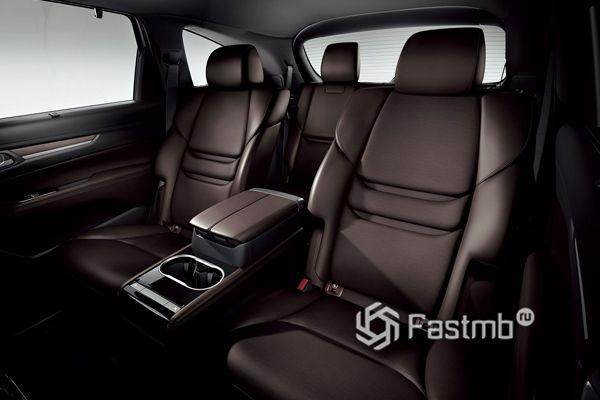 Второй ряд сидений Mazda CX-8