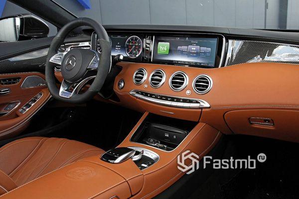 Интерьер нового купе Mercedes-AMG S63