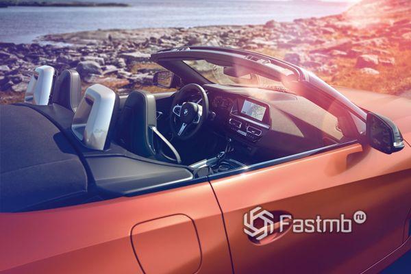 Интерьер родстера BMW Z4 M40i