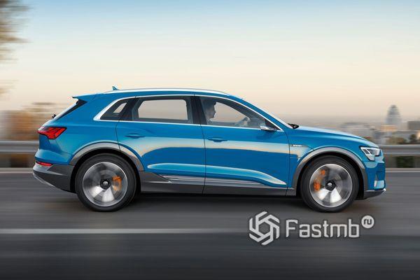 Audi e-tron 2019, вид сбоку
