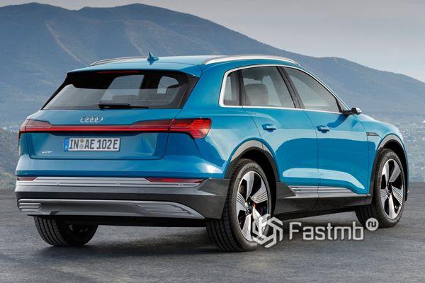 Задние стопы кроссовера Audi e-tron