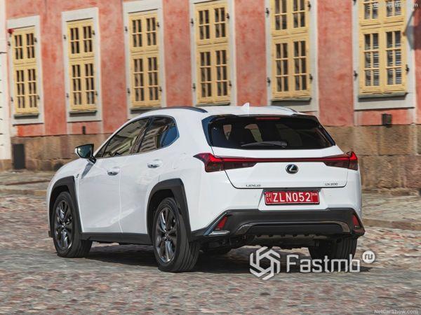 Экстерьер Lexus UX, вид сзади и сбоку слева