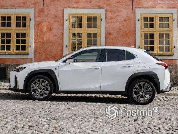 Lexus UX 2019, вид сбоку слева