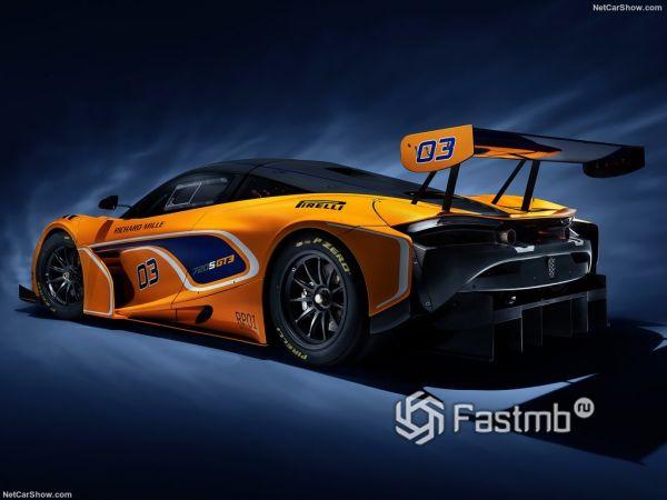 McLaren 720S GT3 2019, вид сзади и сбоку слева