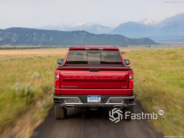 Chevrolet Silverado 2019, вид сзади