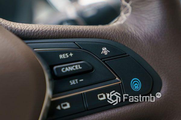 Функциональные кнопки на рулю