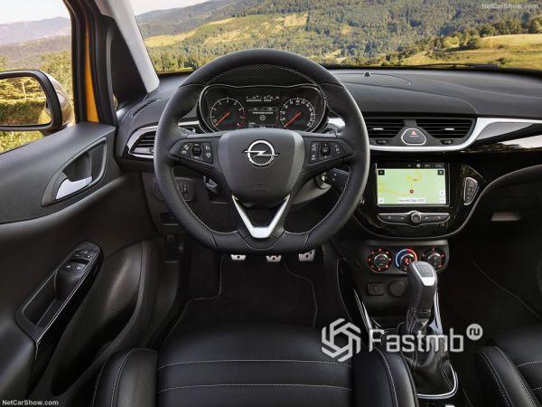 Opel Corsa GSi 2019, руль и панель управления