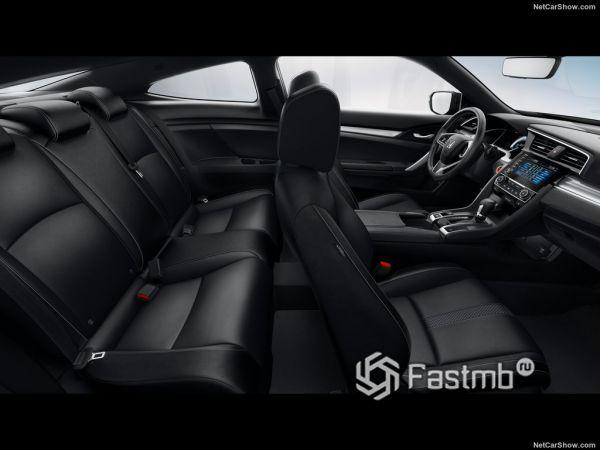 Хонда Сивик купе 2019 года, сидения