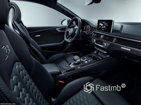 Ауди RS5 Спортбек 2019 года, передние сидения