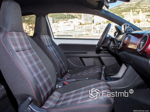 Volkswagen Up GTI 2018, передние сидения
