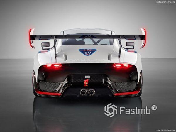 Porsche 935 2019, вид сзади