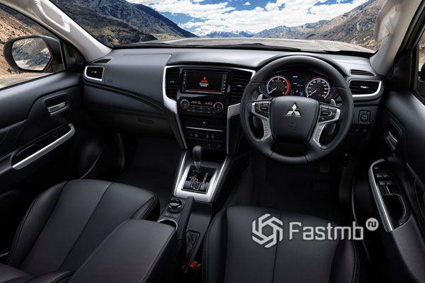Интерьер нового Mitsubishi L200 2019-2020