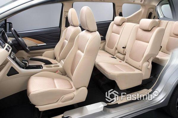 Интерьер Xpander на три ряда сидений