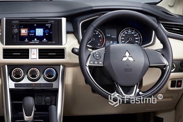 Водительское место Mitsubishi Xpander