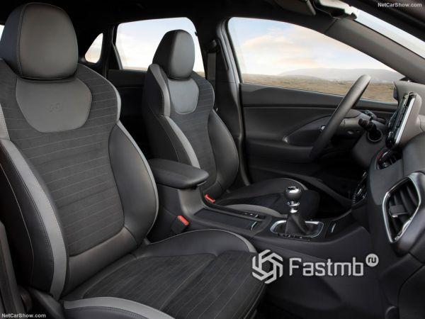 Hyundai i30 Fastback N Line 2019, передние сидения