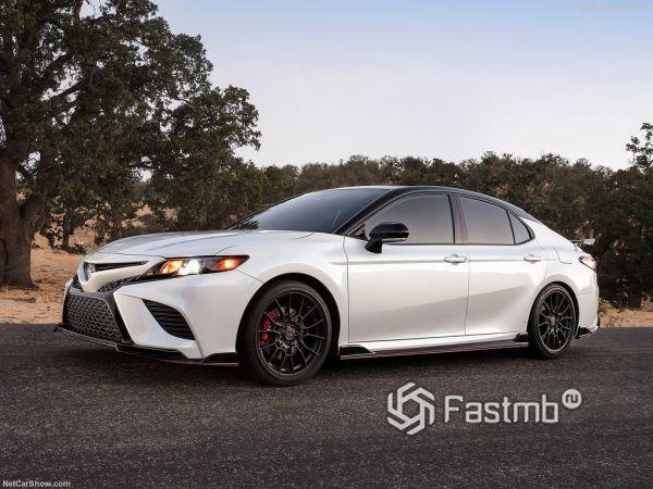 Ценник и доступное оснащение Тойота Камри TRD 2020 года