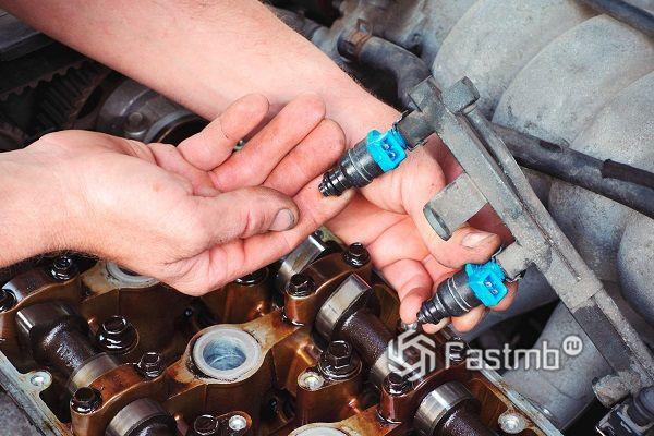 Как и зачем промывать форсунки двигателя автомобиля