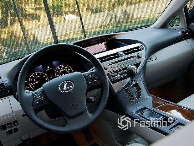 коробка передач в салоне Lexus RX