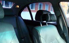 Как опустить подголовник в машине