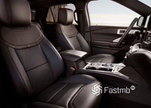 Передние сиденья Ford Explorer Platinum 2020